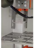 【導入事例 医療】医療分野向けロボット資料『医療用インプラント生産の自動化』 表紙画像