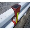 同期型ガードレール点滅灯「ネオガードフラッシュレボ」 製品画像