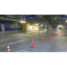 【店舗・国道の設置例】視線誘導標(車線分離標)『ロードポールS』 製品画像