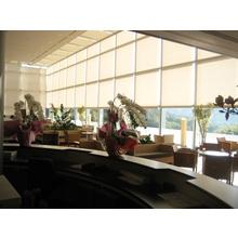FTS電動大型ロールスクリーン施工事例 健康支援センターウェルポ 製品画像