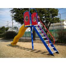 遊具すべり台に採用『キャップ付U-NUT』 製品画像