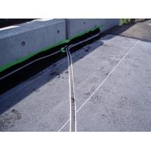 橋面防水層上の排水促進用導水テープ「タフシャット導水テープ」 製品画像