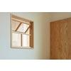部屋越しの光と風を取り込む「木製室内窓」 製品画像