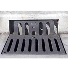 道路冠水防止鉄蓋『がぶのみ』 製品画像