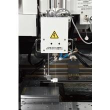 ワイヤー放電加工機本体で細穴加工の実現! 製品画像