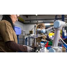 【協働ロボット導入事例】二輪車部品メーカーSHAD社 ねじ締め 製品画像
